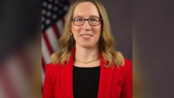 SEC's commissioner believe laws should change for better 2