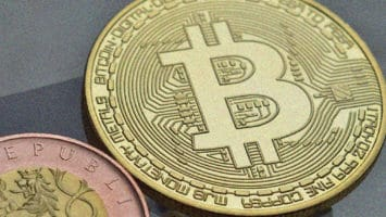 bitcoin price volatile and in sway
