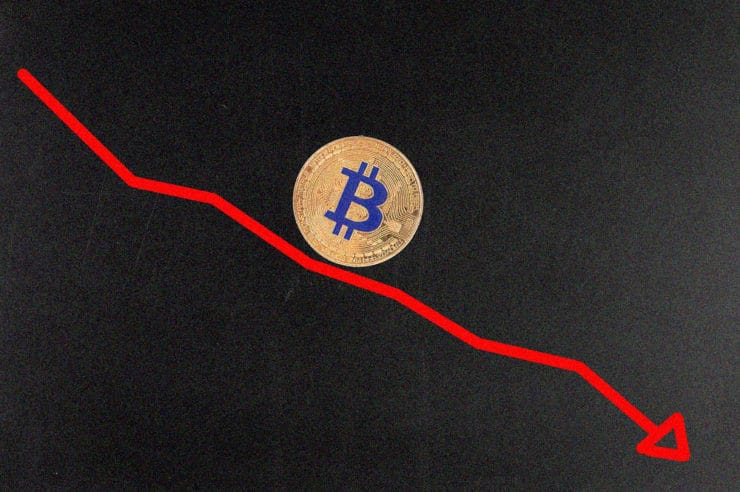 Why Bitcoin price is going down while XLM and Decred rise?