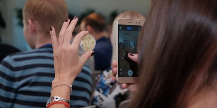 43% of Bitcoin investors are female