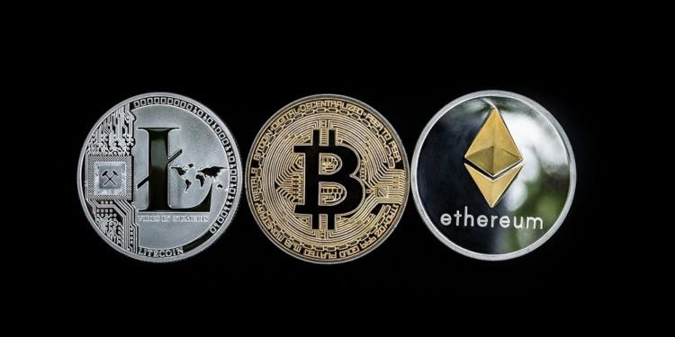 Altcoin market crashing, as Bitcoin is gaining strength