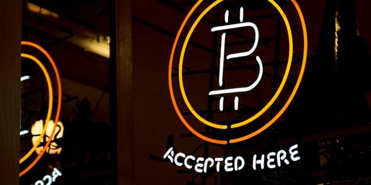 Fold Visa Card can trigger mass Bitcoin adoption, NFL star Okung
