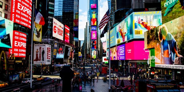 Times Square pushes for Silk Road founder's release