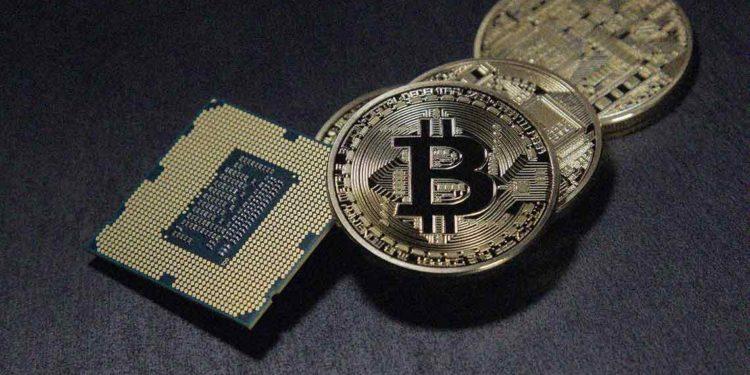 Bitcoin price approaches $9700: bulls ahead?