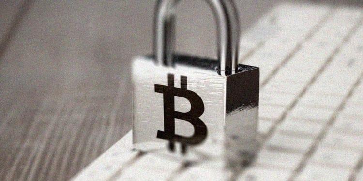 Bitcoin price falls below $9000, reversal in sight