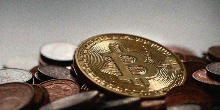 Bitcoin price struggles to move past $9700