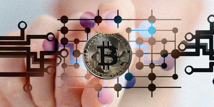 Bitcoin price varies near $9240; bearish fractal ahead?